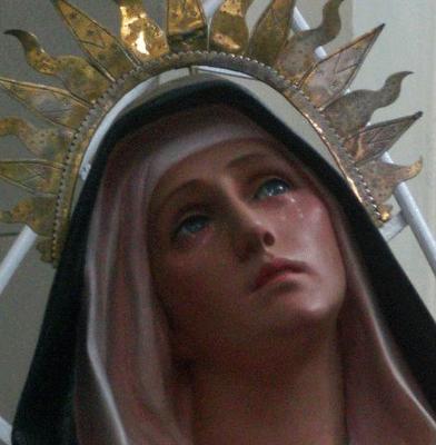 Virgen María llorando